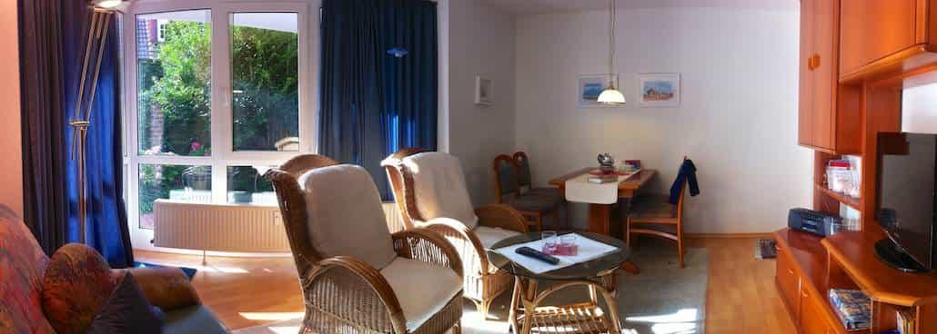 Ferien auf Juist – Wohnzimmer, Essecke + Terrasse FeWo Alte Liebe auf Juist